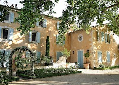 Baumanière Les Baux-de-Provence, Les Baux-de-Provence