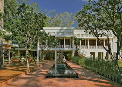 FCC Angkor courtyard