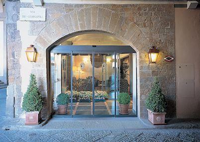 Front entrance, Hotel Degli Orafi