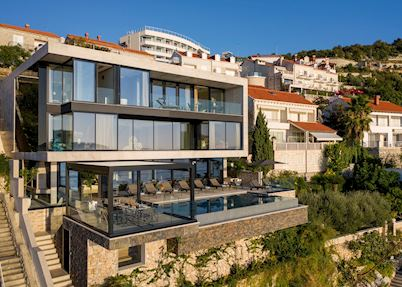 Villa Amelie, Dubrovnik town