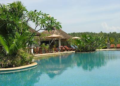 Pool and restaurant, Vivanta by Taj - Kovalam