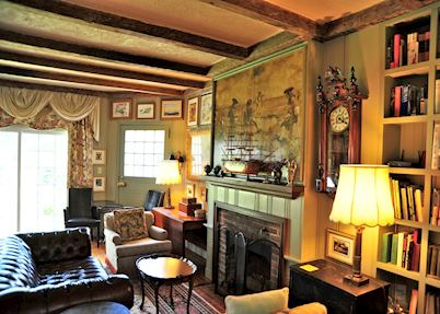 The library lounge, Kingsbrae Arms