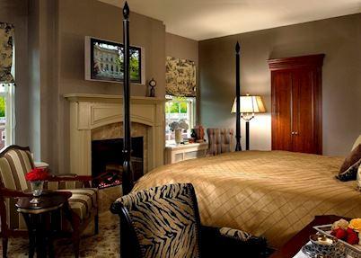 An Estate guest room, Hotel Viking, Newport