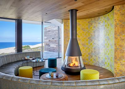 Morukuru Beach Lodge, fireplace in restaurant