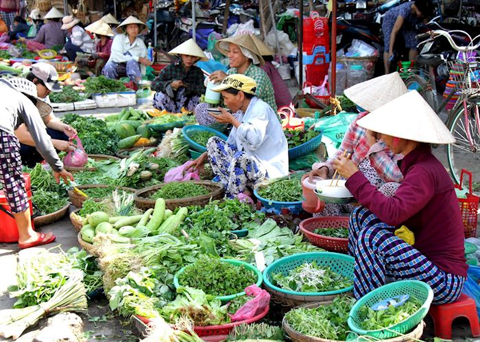 Morning vegetable market in Hoi An
