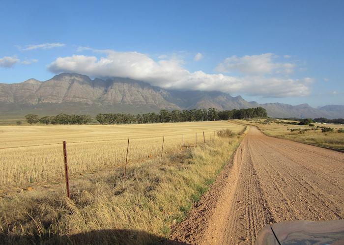 On the road to Bartholomeus Klip Farmhouse