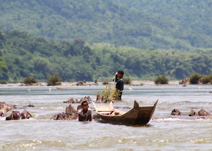 Children fishing in the Nam Ou