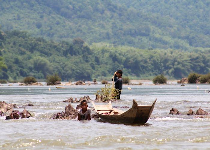 Children fishing in the Nam Ou