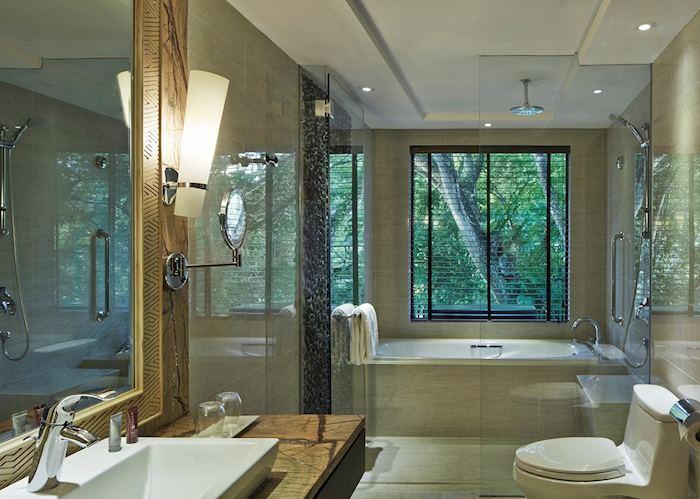 Premier deluxe bathroom, Mulu Marriott