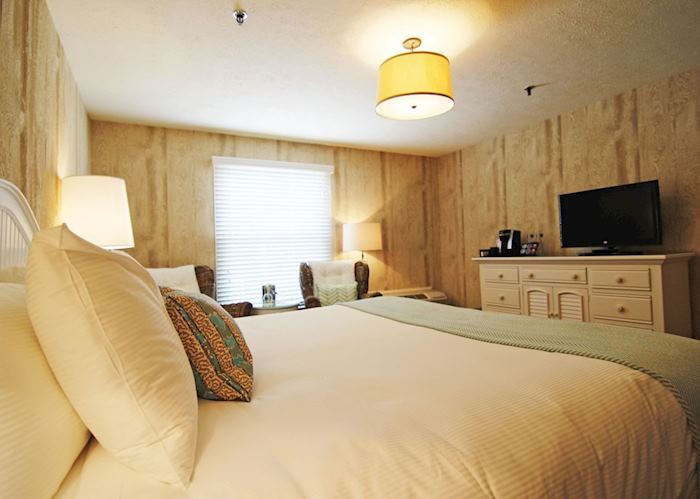 Wharfside King Guestroom, The Boathouse Waterfront Hotel, Kennebunkport