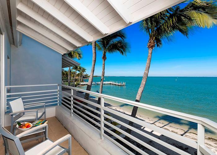 Harbourside guestroom water view