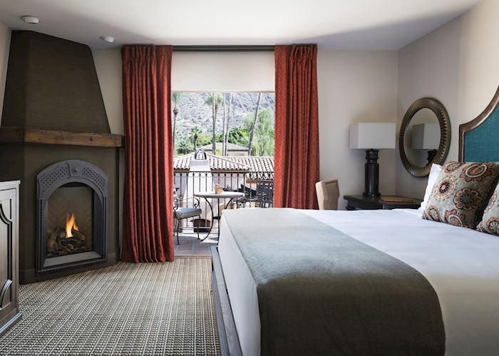 Royal-Palms-Spa-Suite-Bedroom