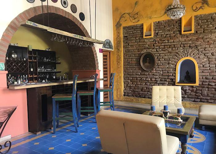 Bar, Casa de Isabella