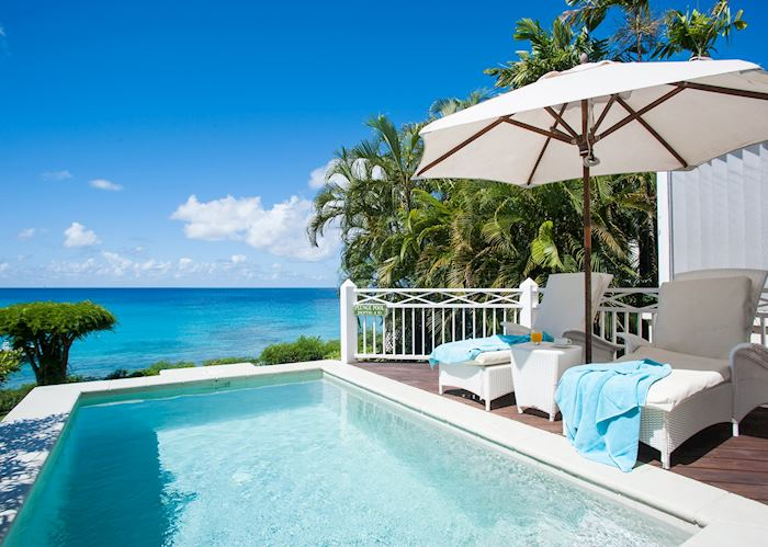 Cottage room with a pool and sea view