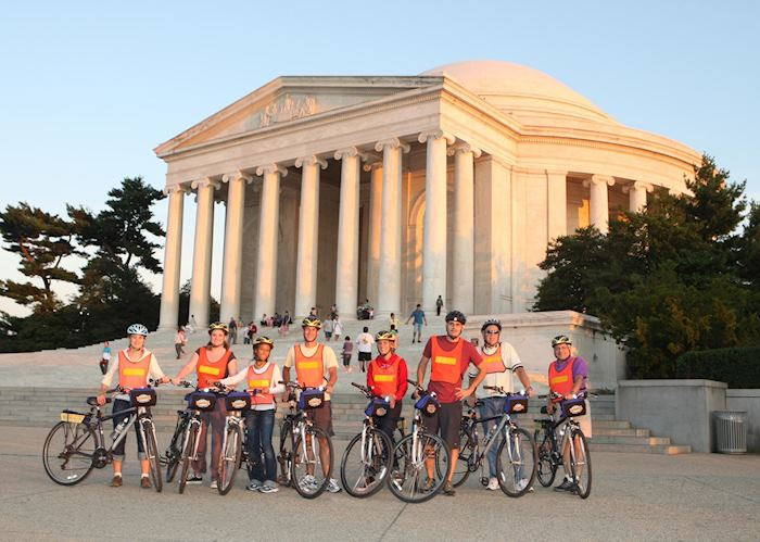 The Jefferson Memorial with cyclists
