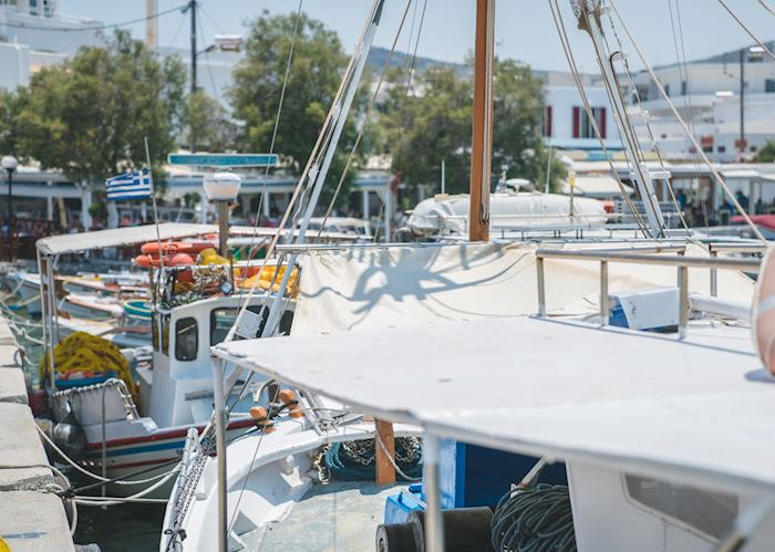 Marina in Pollonia, Milos
