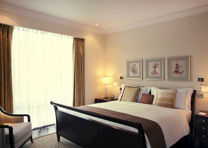 Executive Suite Bedroom, Raffles Makati, Manila