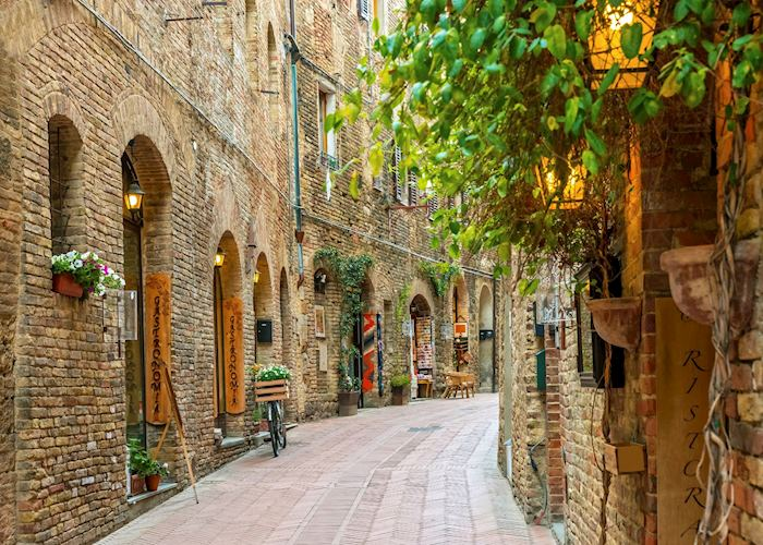 Alley in old town, San Gimignano, Tuscany