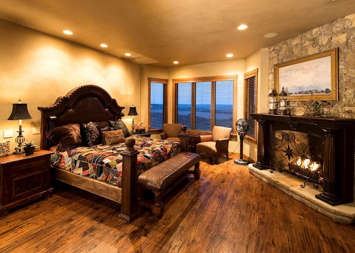 Wildcatter Ranch room interior