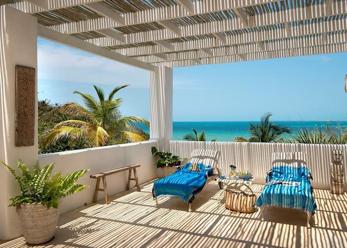 Santorini Mozambique, deck area outside suite