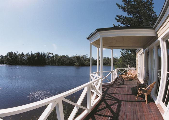 Lakeside Chalet on the water, The Woodman Estate