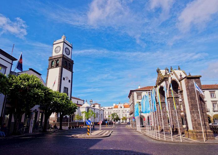 Portas da Cidade and church, Ponta Delgada, São Miguel