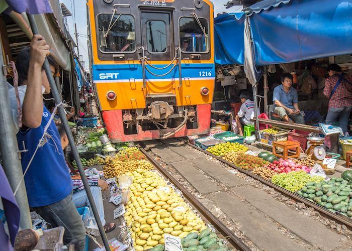 Railway market, Amphawa