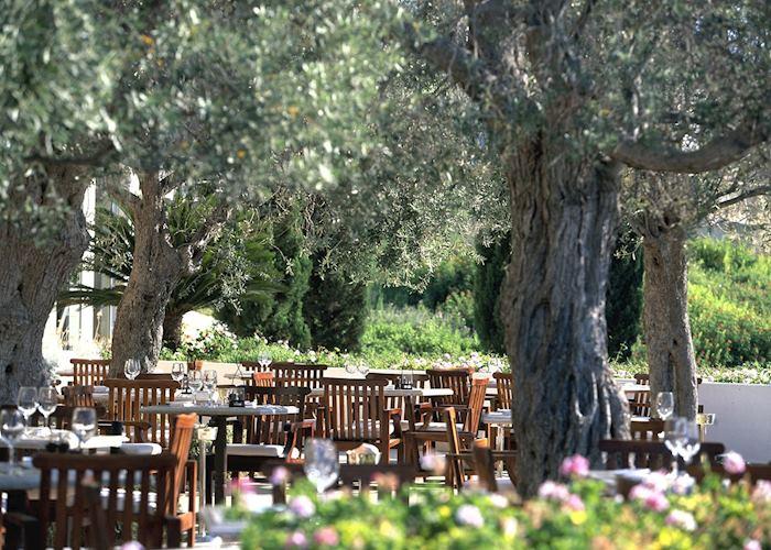 Outdoor dining, Anassa Hotel