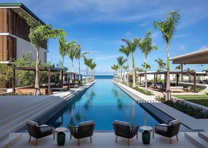 Infinity pool and ocean views