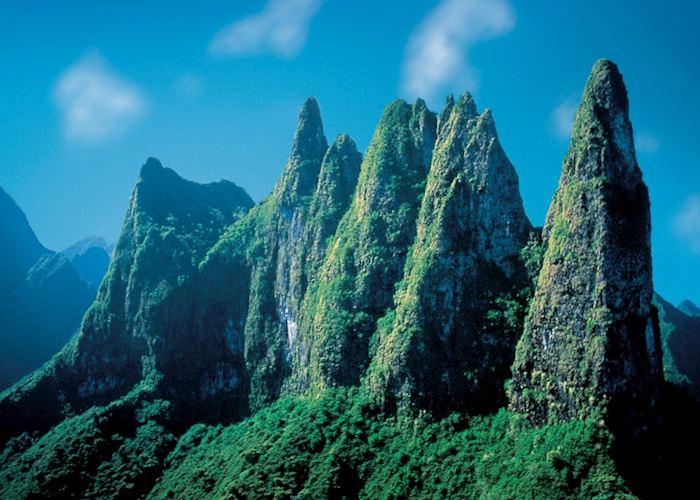 La Diademe Mountain Peaks, Tahiti