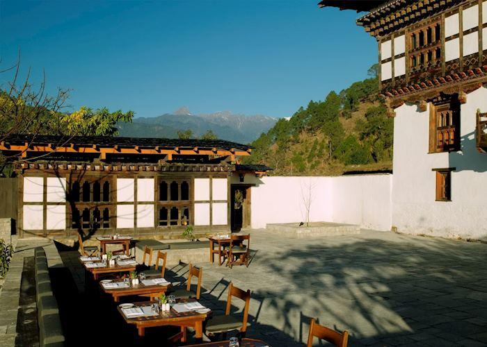 Courtyard dining, Amankora Punakha