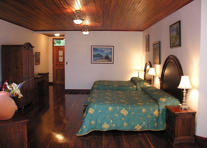 Junior Suite, Fonda Vela