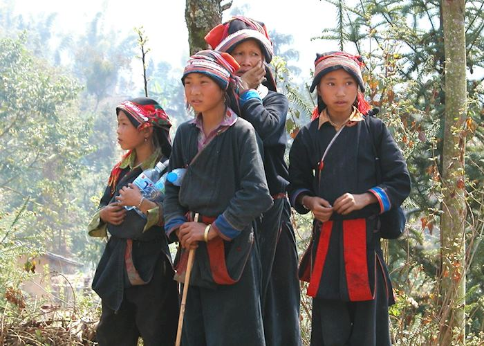 Dao Lanten girls with their mother