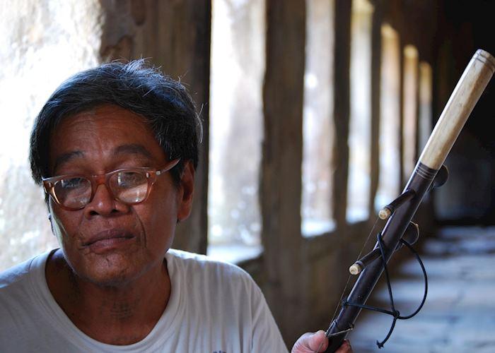 Old man busking at Preah Vihear