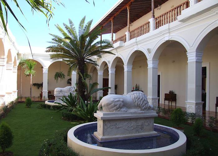 La Perla Hotel, Leon