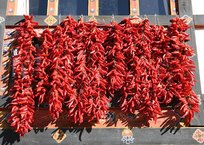 Drying chillis, Paro