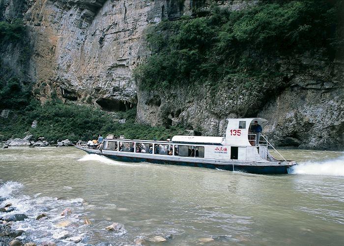 Cruise up Lesser Gorges, Yangtze River, China