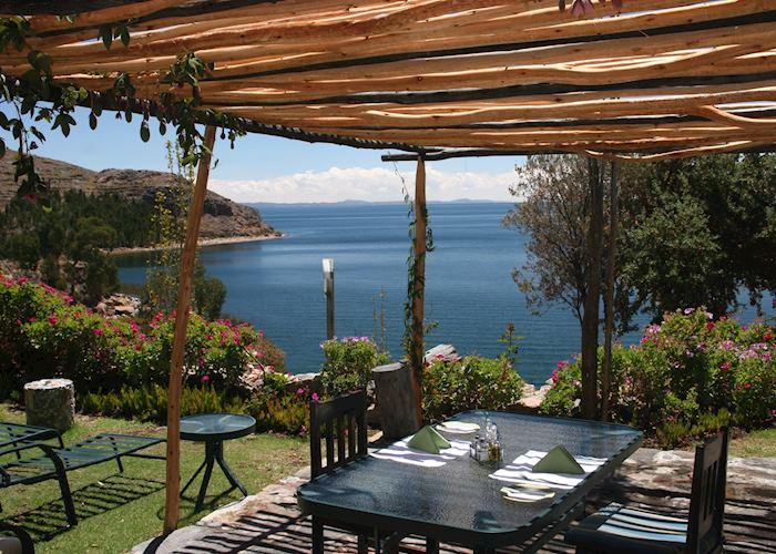 Alfresco dining on Suasi Island