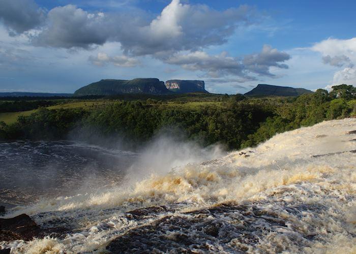 Sapo Waterfall (wet season), Canaima