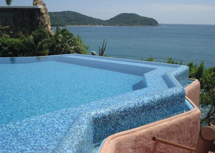 Fresh water pool, La Casa que Canta, Zihuatanejo