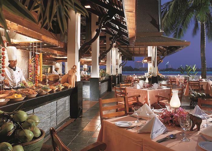 Riverside Terrace, Anantara Riverside Bangkok Resort