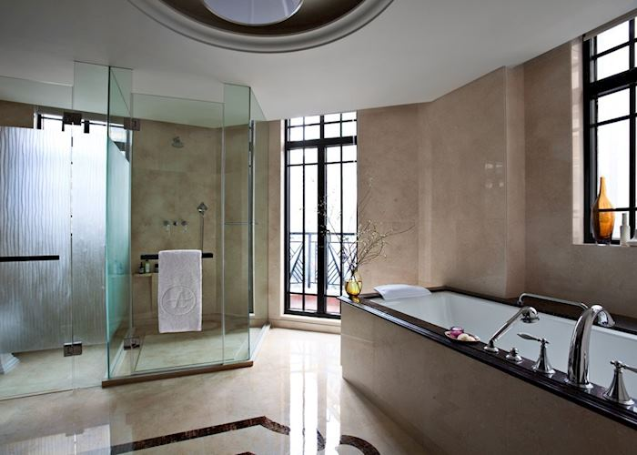 Art Deco Junior Suite Bathroom, Shanghai Yangtze Boutique Hotel