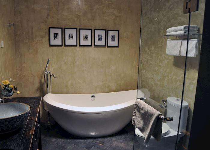 Deluxe Suite Bathroom, Cote Cour