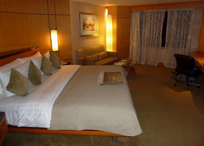 Deluxe Room, Makati Shangri-La, Manila