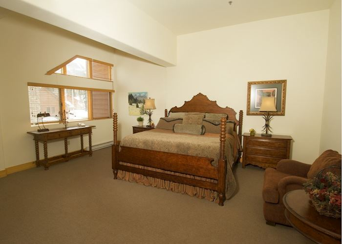 Bear Creek Lodge guest room