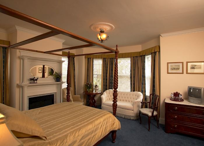 A room at the Almondy Inn, Newport