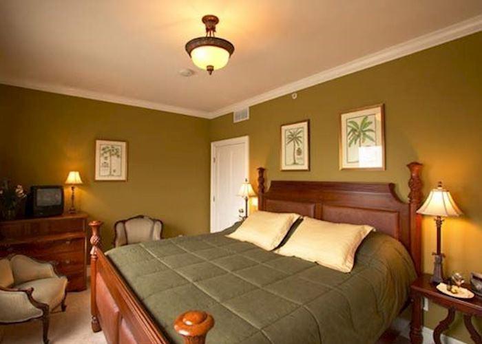 The Almondy Bed & Breakfast Inn, Newport