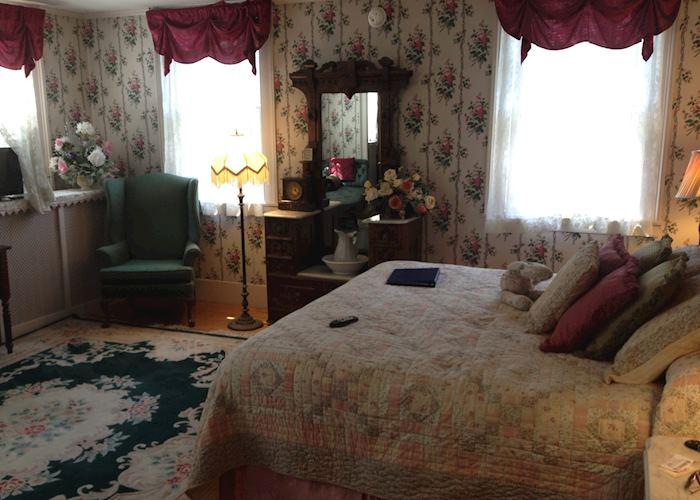 1 queen bed, Arlington Inn, Arlington