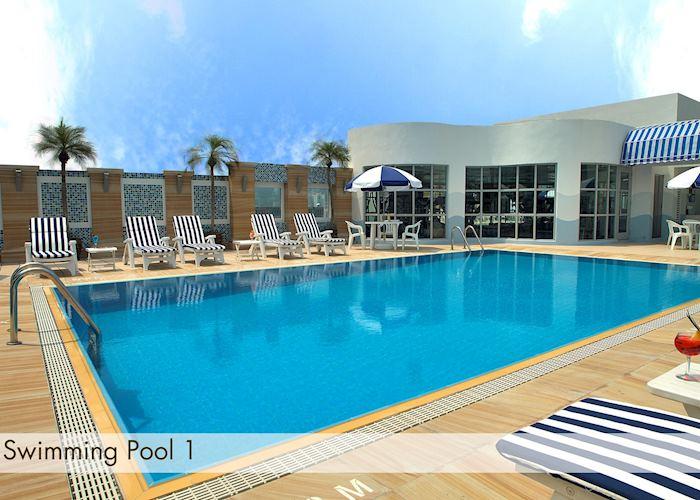 Swimming Pool, Metropark Hotel
