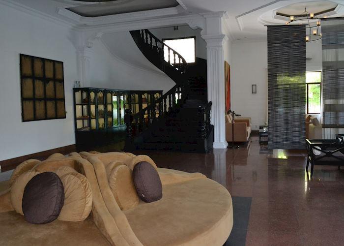 White Mansion lobby, Phnom Penh